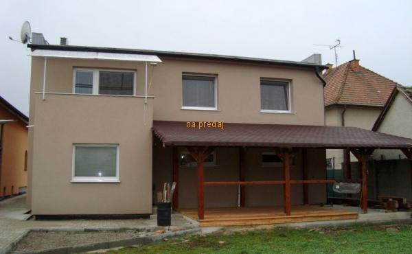 PREDAJ- RODINNÝ DOMČEK 5i+2, POZEMOK 766m2, JACOVCE okr. TOPOĽČANY